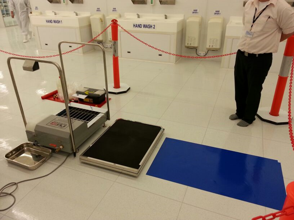 Shoes Cleaning Machine in Clean Room